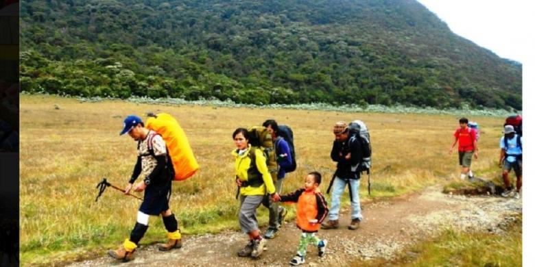 Tips Penting Untuk Hiking Bersama Anak Pertama Kali